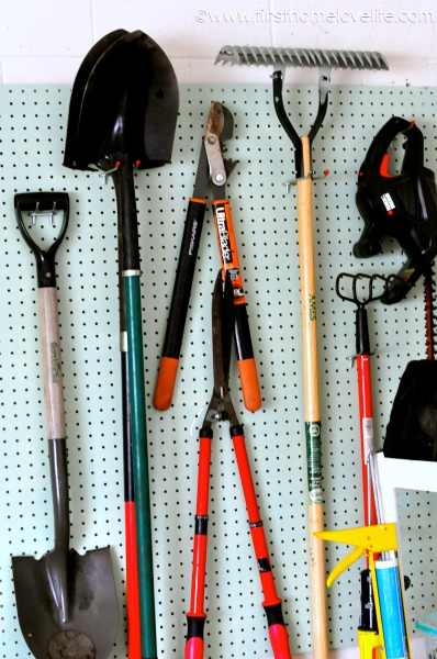 GARAGE ORGANIZATION SERIES: HOW TO ORGANIZE YARD AND GARDENING TOOLS