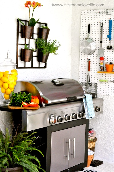 DIY outdoor kitchen via www.firsthomelovelife.com