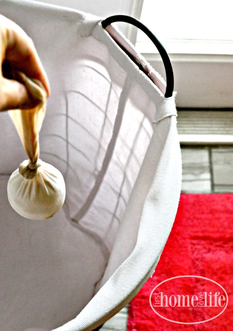 how to keep clothes smelling fresh via www.firsthomelovelife.com