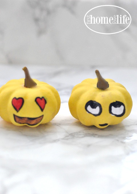 cute-emoji-pumpkins-via-firsthomelovelife-com