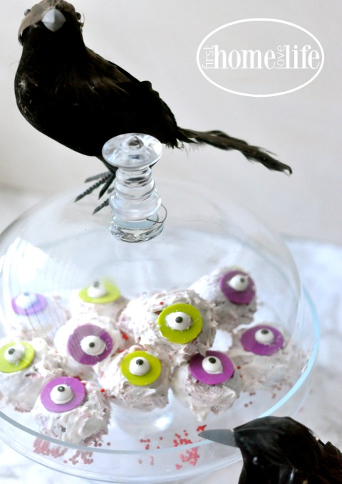 these-halloween-cake-eyeballs-are-the-perfect-halloween-treat-to-pop-in-your-mouth-via-firsthomelovelife-com